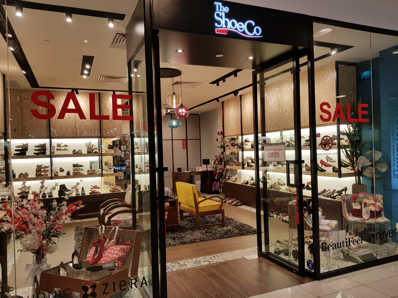 The ShoeCo   The Centrepoint Outlet